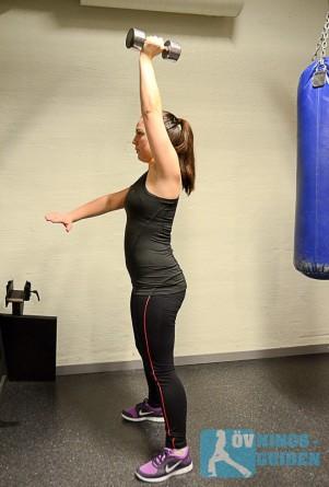 Knäböj med vikt på rak arm 1
